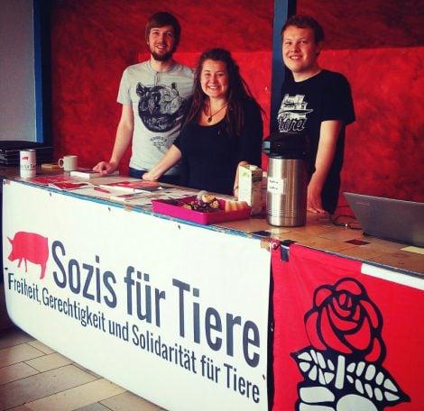 Aktivist*innen beim Vegan Bake Sale auf dem Bundeskoordinierungstreffen 2016_1 der Juso-Hochschulgruppen